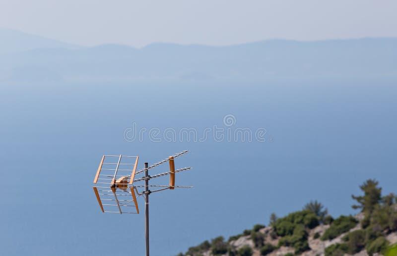 Download Antena De TV Con Las Montañas Y Playa En Fondo Foto de archivo - Imagen de retro, digital: 64213156