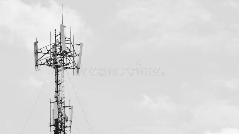 Antena de uma comunicação - monochrome foto de stock royalty free