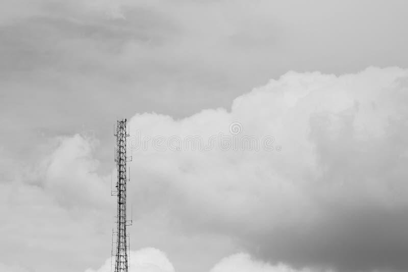 Antena de uma comunicação - monochrome foto de stock