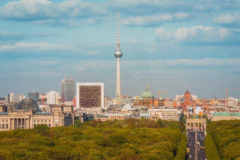 Antena del horizonte de Berlín - puerta de Brandeburgo, torre de la TV, Reichstag a fotografía de archivo libre de regalías