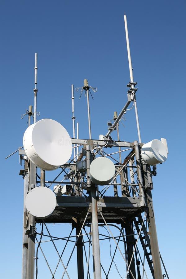 Antena del mástil de la comunicación fotos de archivo
