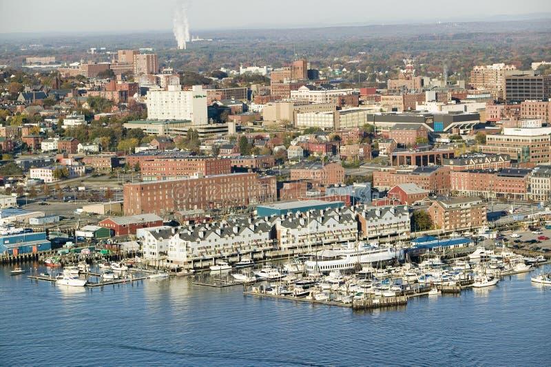 Antena del puerto y de Portland céntricos Maine de Portland con la vista de Maine Medical Center, de la calle comercial, del puer fotografía de archivo
