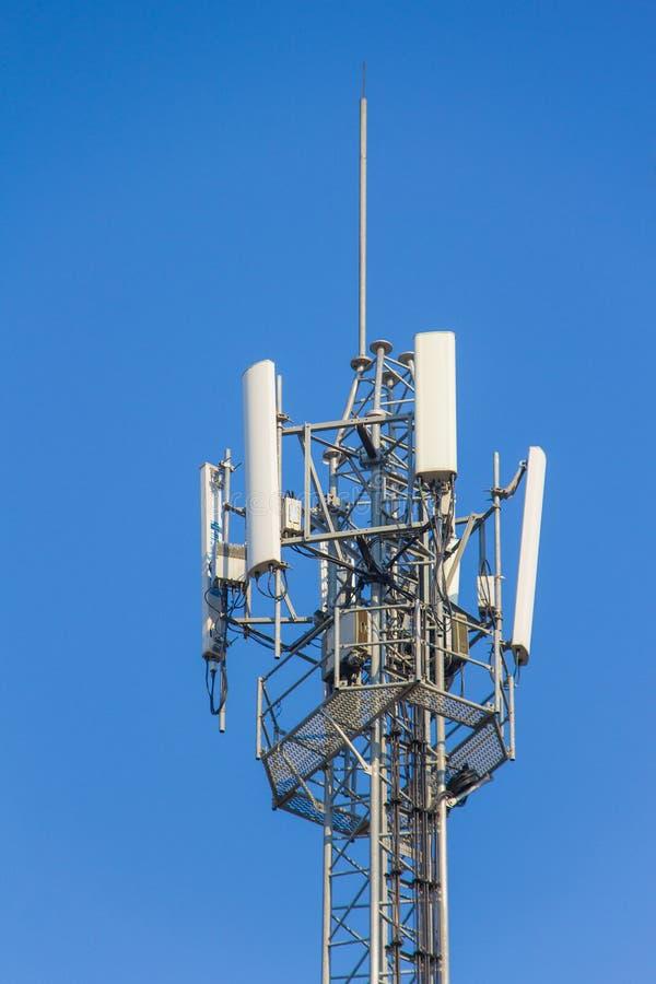Antena del transmisor móvil foto de archivo