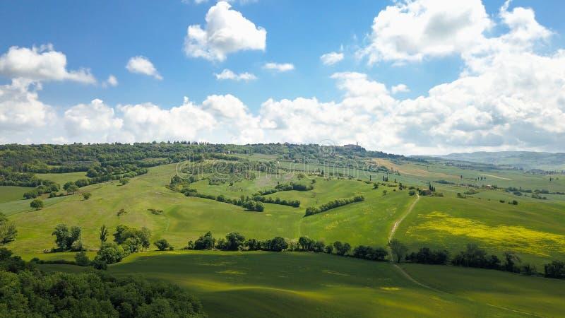 Antena do campo e da cidade Tuscan de Pienza fotos de stock royalty free