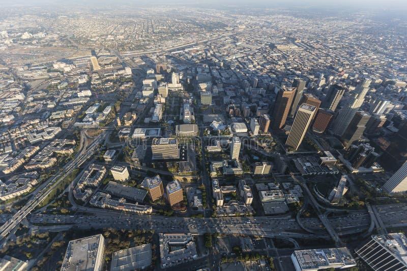 Antena do centro cívico de Los Angeles e do monte de depósito imagem de stock