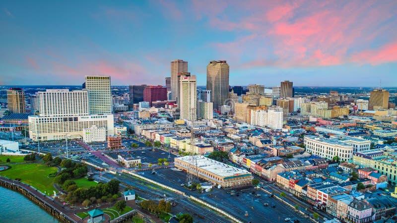 Antena do zangão skyline de Nova Orleães do centro, Louisiana, EUA fotografia de stock royalty free
