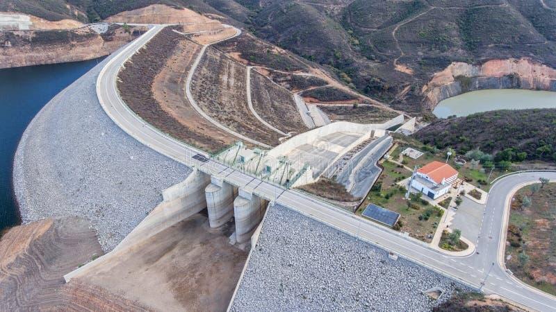 Download Antena Konstruuje Bramę Dla Drenarskiej Wody Na Grobelnym Odelouca Obraz Stock - Obraz złożonej z pokolenie, most: 106904291