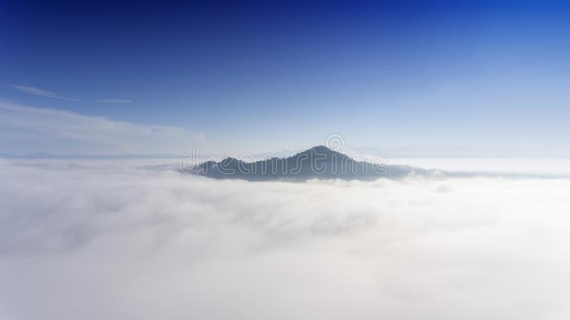 Antena krajobraz ranek mgła zdjęcie royalty free