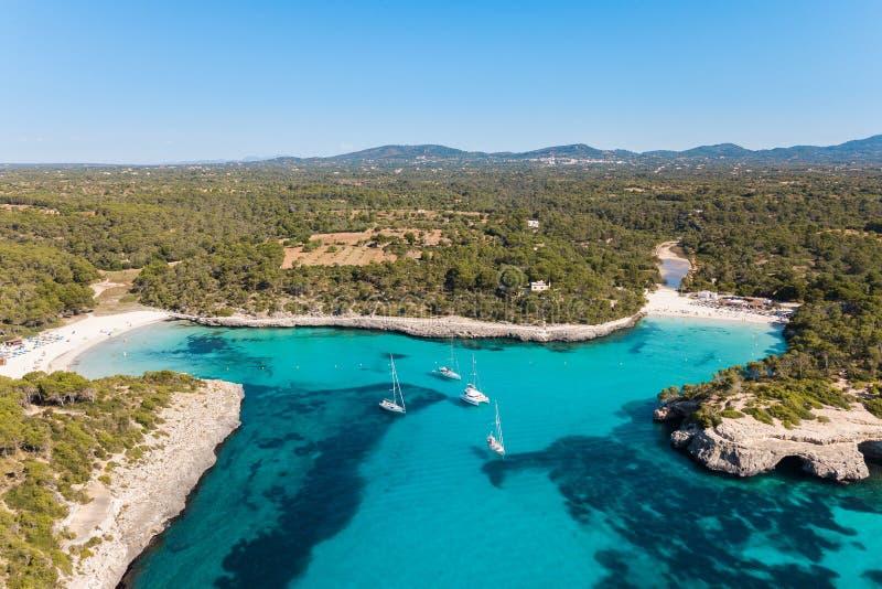 Antena: La playa de Cala Mondrago en Mallorca, España foto de archivo libre de regalías
