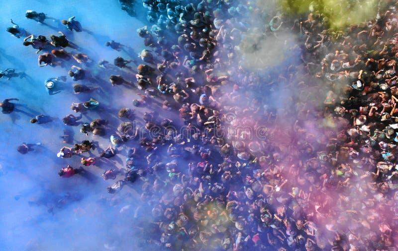 antena Muzyka koncert i tłum funs w dymu obrazy stock
