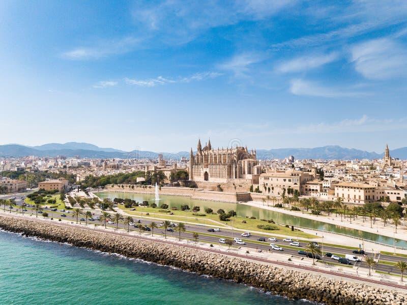 Antena: Paisaje urbano de Palma de Mallorca, España fotografía de archivo