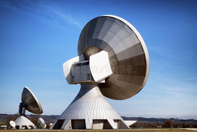 Antena parabólica - telescópio de rádio imagens de stock royalty free