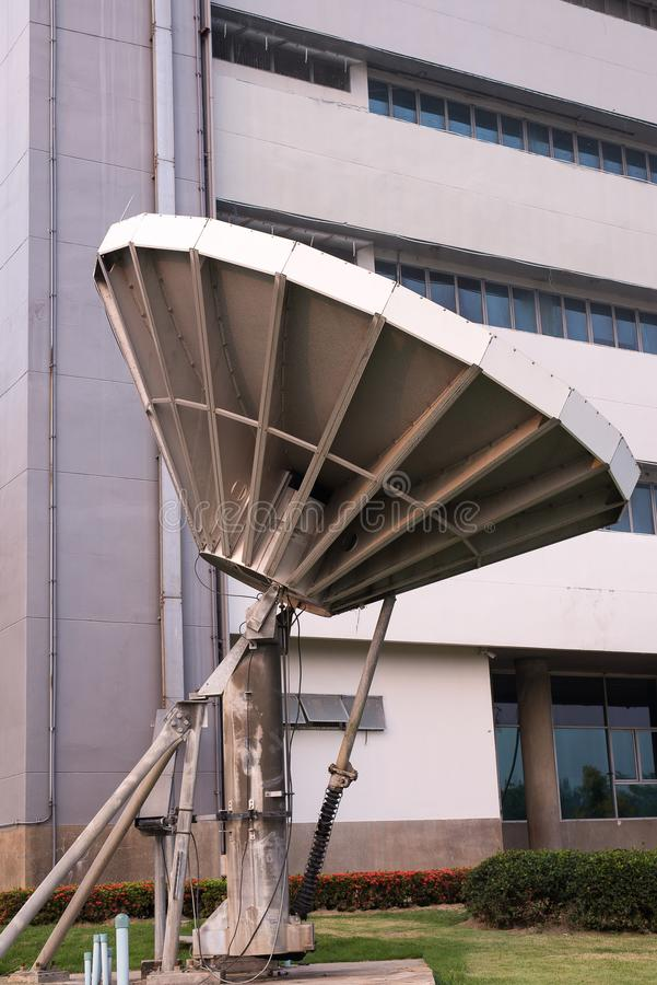 Antena parabólica, telescópio de rádio da antena de rádio direcional fotografia de stock royalty free