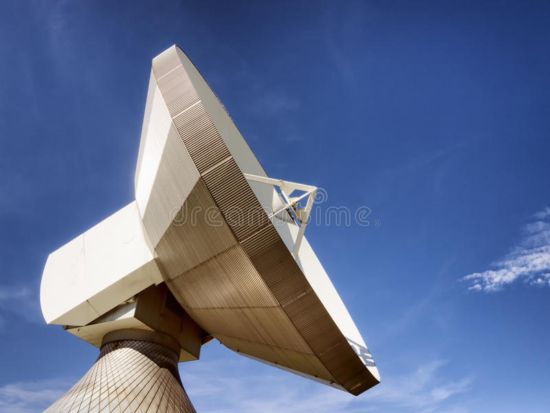Antena parabólica - telescopio de radio imagen de archivo
