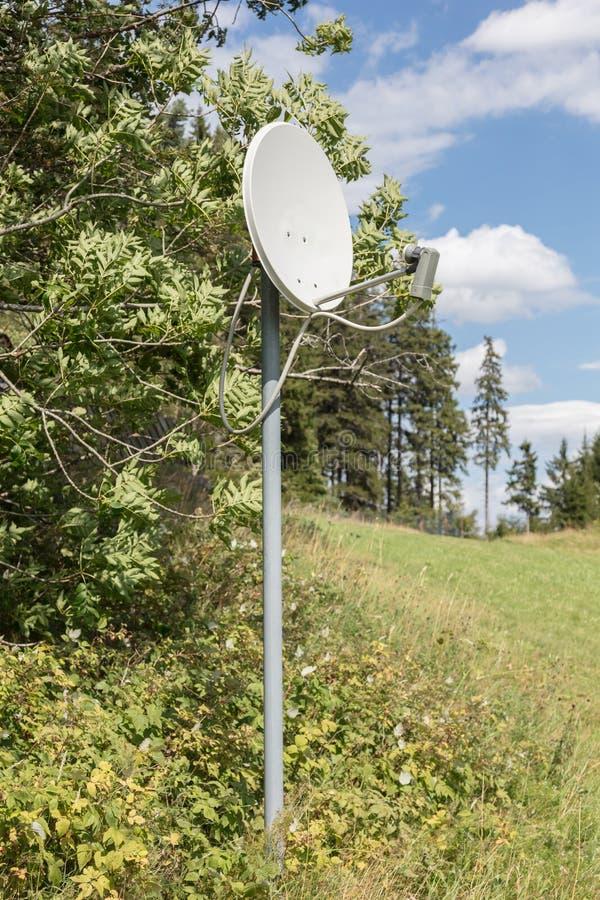 Antena parabólica - tevê imagem de stock