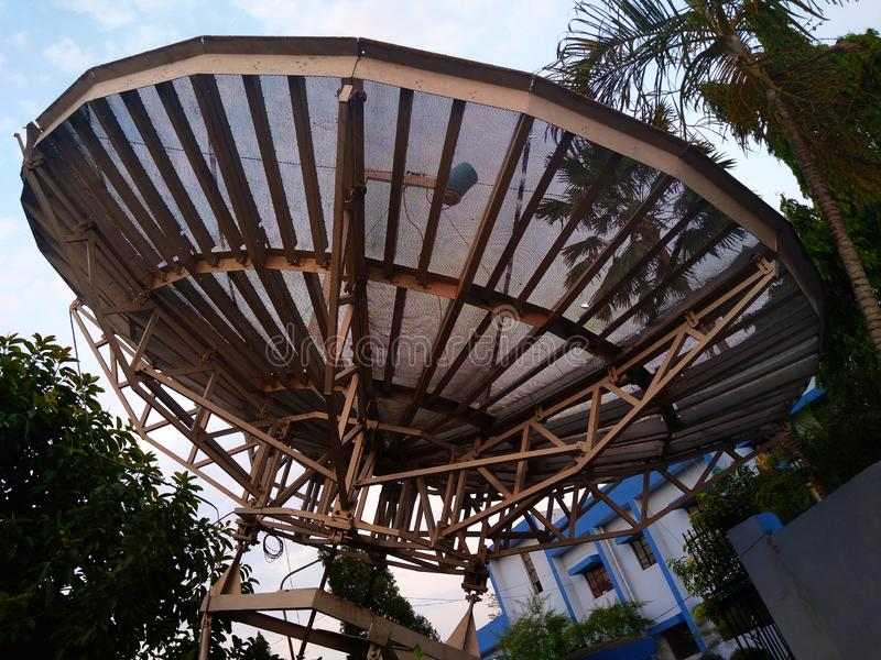 Antena satélite do verso imagem de stock