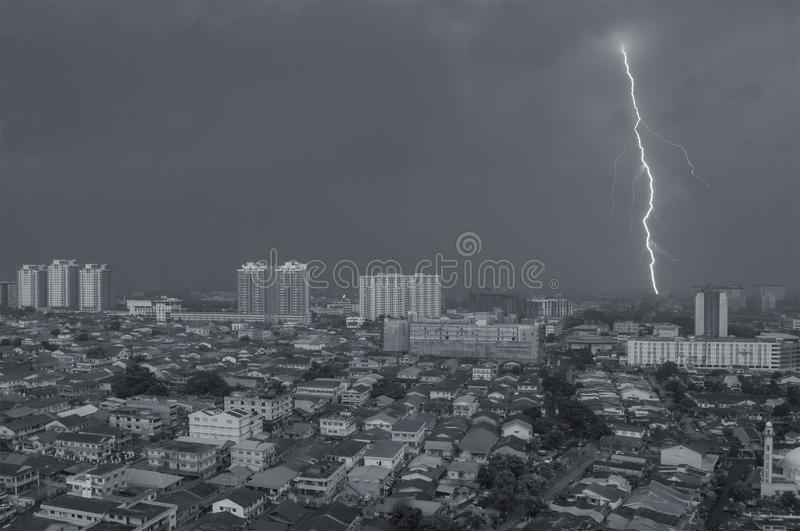 Antena strzelał błyskawica na Petaling Jaya, Kuala Lumpur, Malaysi fotografia royalty free