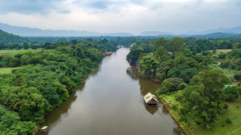 Antena strzelająca Kwai rzeka w Tajlandia obraz stock