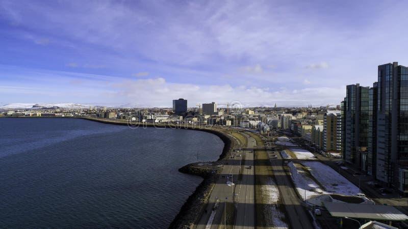 Antena strzelająca w centrum Reykjavik w wiośnie obraz royalty free