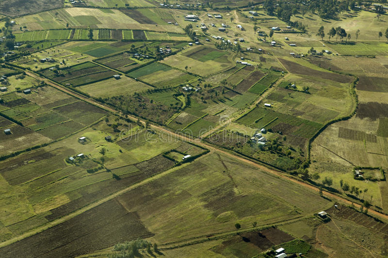 Antenas da tutela de Lewa que mostram a linha de cerca de áreas protegidas e de cultivo da invasão em Kenya, África imagem de stock royalty free