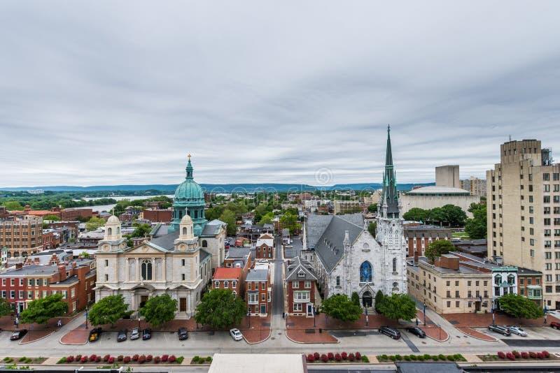 Antenn av historiska i stadens centrum Harrisburg, Pennsylvania bredvid arkivfoton