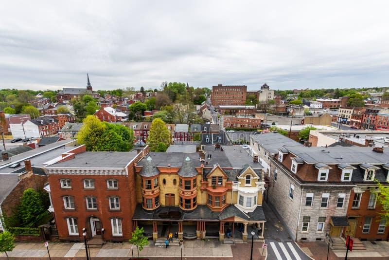 Antenn av historiska i stadens centrum Lancaster, Pennsylvania med bloomin arkivfoto