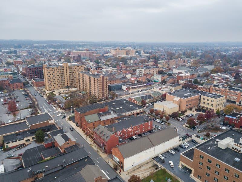 Antenn av i stadens centrum Lancaster, Pennsylvania areound centralen M royaltyfri bild