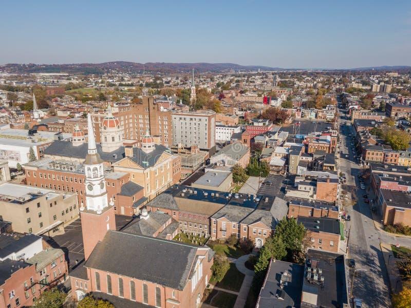 Antenn av i stadens centrum York, Pennsylvania bredvid de historiska distrna arkivbilder
