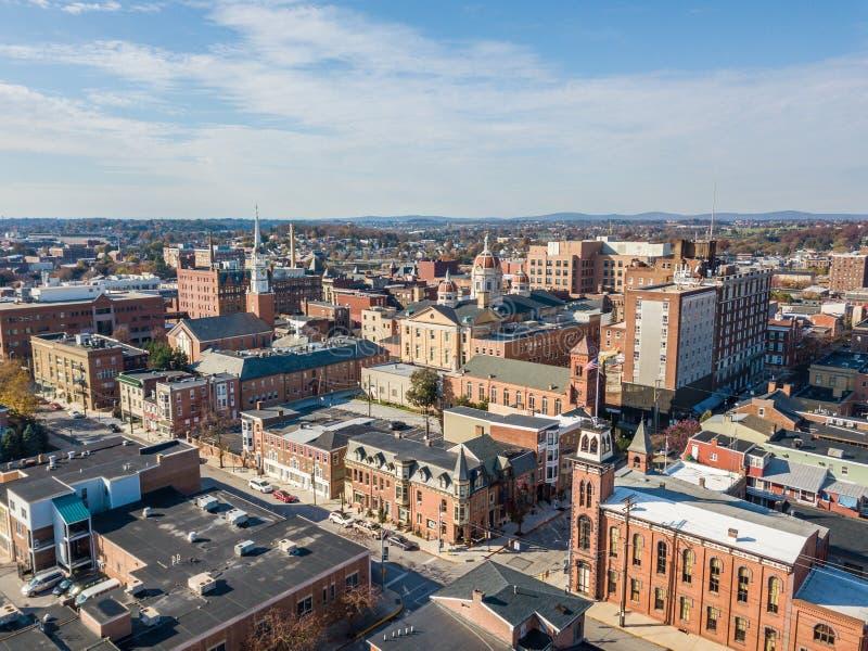 Antenn av i stadens centrum York, Pennsylvania bredvid de historiska distrna royaltyfri foto