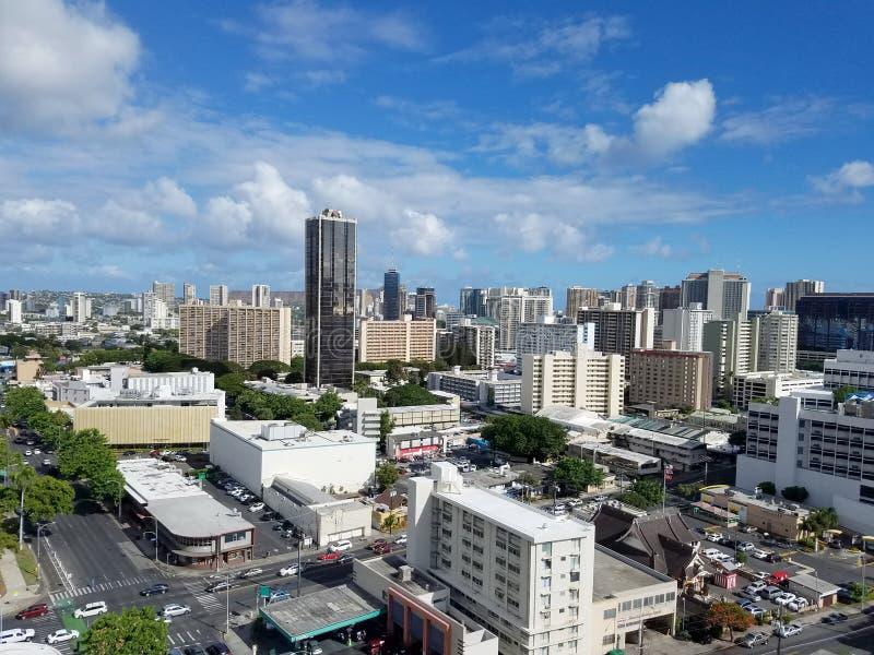 Antenn av konungen och Keeamoku gata i Honolulu arkivbild