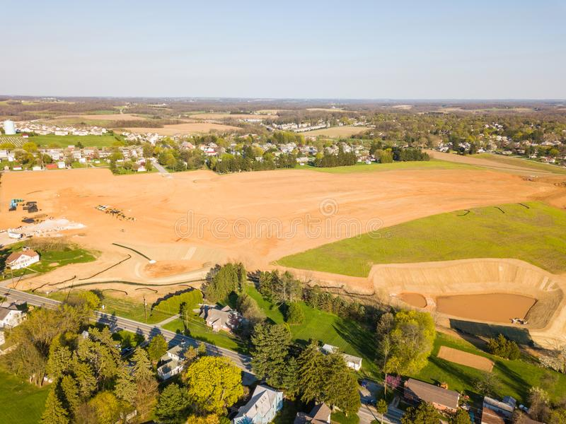 Antenn av lilla staden som omges av jordbruksmark i Shrewsbury, P arkivbilder