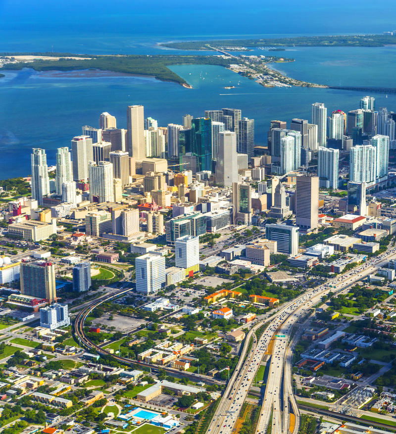 Antenn av staden och strand av Miami fotografering för bildbyråer