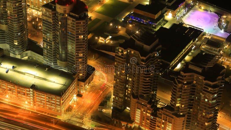 Antenn av Toronto, Kanada huvudvägar på natten royaltyfri fotografi