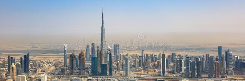 Antenn för panorama för Dubai horisontBurj Khalifa skyskrapa panorama- arkivfoton