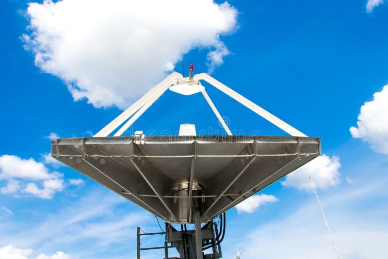 Antenn för satellit- disk royaltyfri fotografi