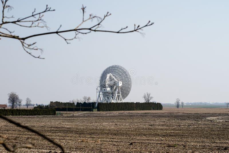 Antenn i den astronomiska observatoriet Devic utrymmeobservation royaltyfri fotografi