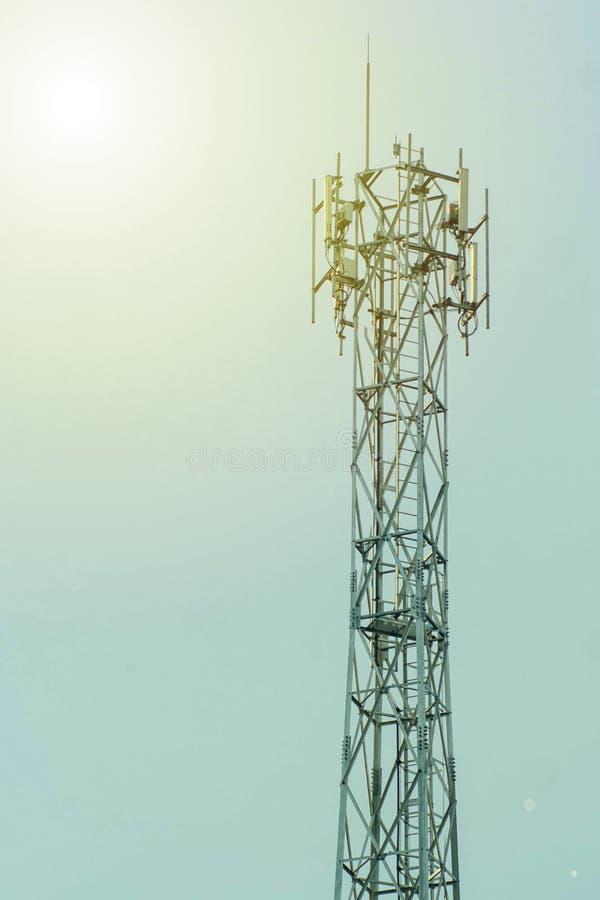 Antenn och himmel arkivbilder