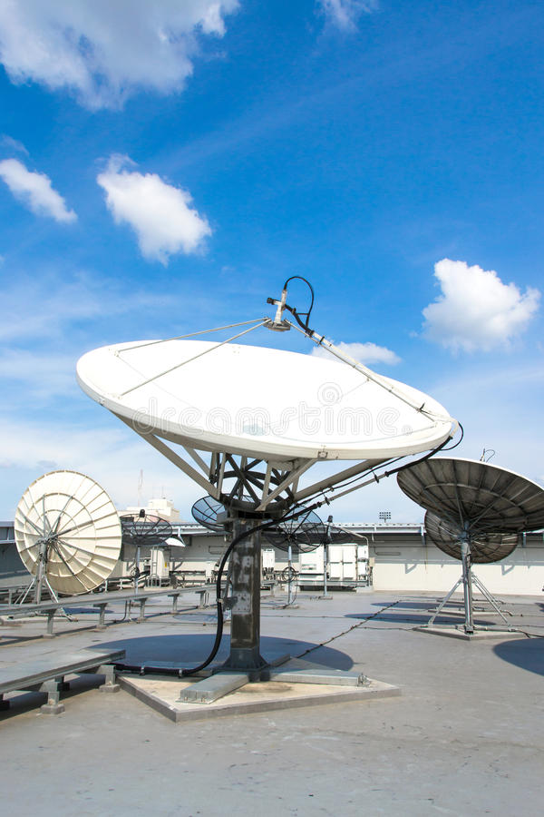 Antenna dei riflettori parabolici immagini stock