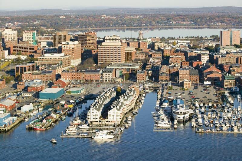 Antenna del porto di Portland e di Portland del centro Maine con la visualizzazione di Maine Medical Center, della via commercial fotografie stock