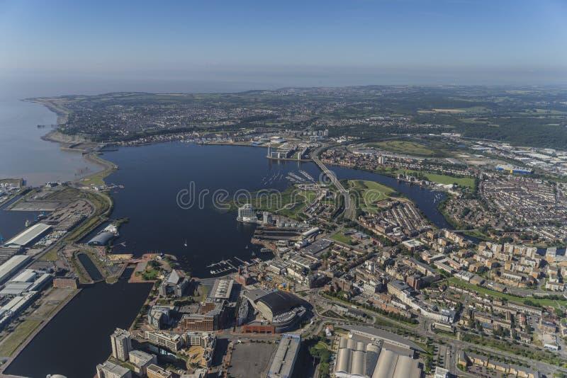 Antenna dell'elicottero del centro urbano di Cardiff fotografia stock libera da diritti