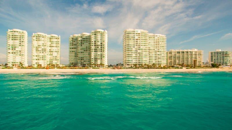 Antenna della spiaggia di Cancun fotografie stock