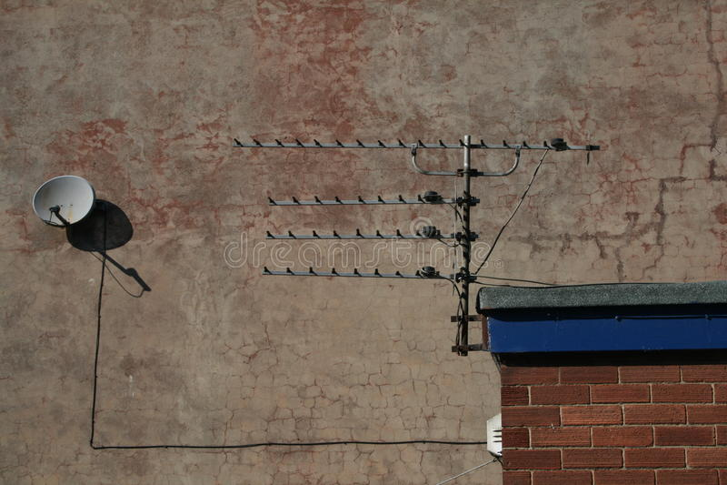 Antenna della televisione e del satellite fotografia stock libera da diritti