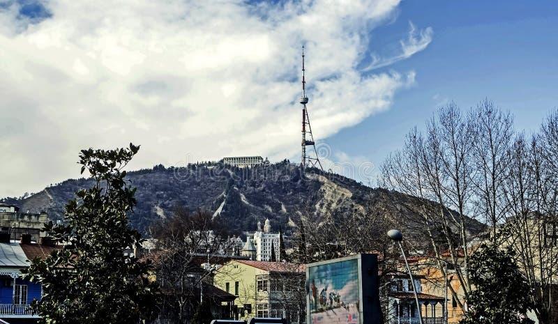 Antenna della TV a Tbilisi sulla montagna immagine stock libera da diritti