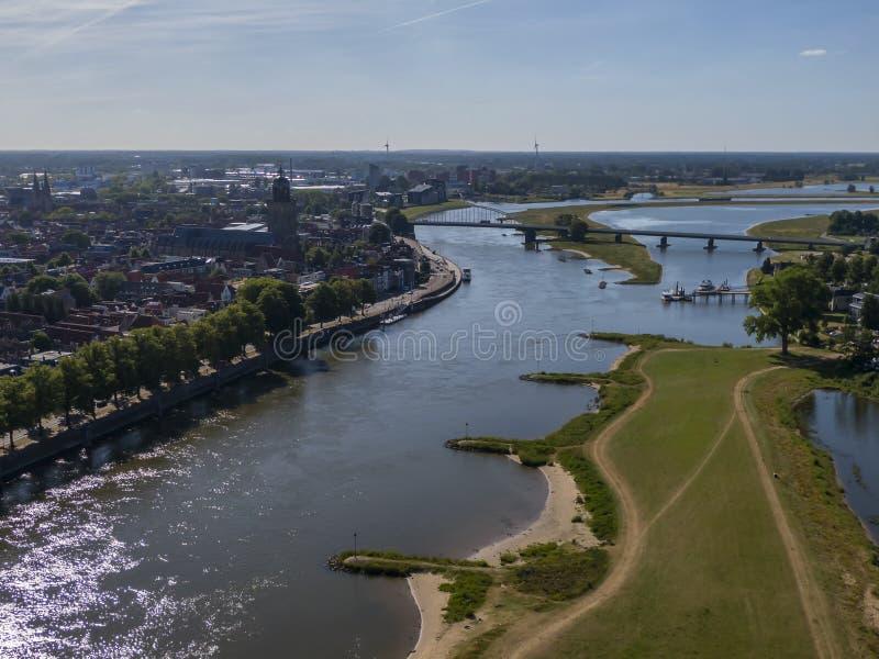 Antenna di Deventer ed il fiume di IJssel, parte della stanza per il programma di protezione di alta marea del fiume fotografia stock libera da diritti