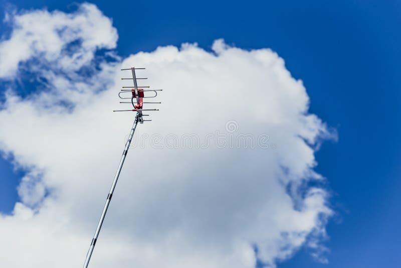 Antenna di televisione digitale all'aperto fotografie stock libere da diritti