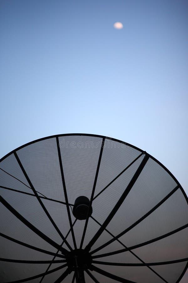 Antenna e cielo immagine stock
