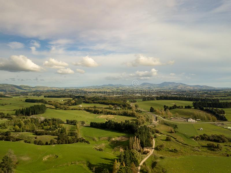 Antenna, tramonto sopra i terreni coltivabili della Nuova Zelanda fotografie stock libere da diritti