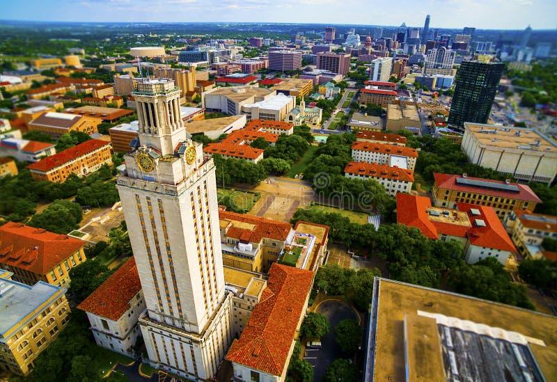 Antenne über UT-Turm-Universität von Austin Cityscape lizenzfreie stockfotografie