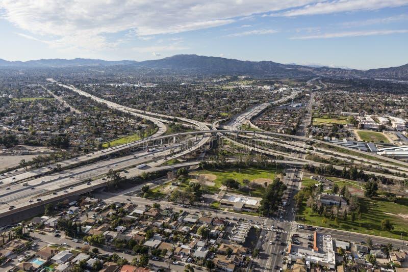 Antenne d'échange d'autoroute du Golden State 5 et 118 à Los Angeles photographie stock libre de droits