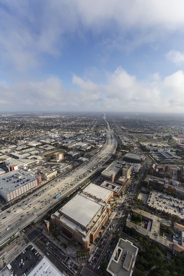Antenne d'autoroute de Los Angeles 110 avec des nuages d'après-midi photo libre de droits